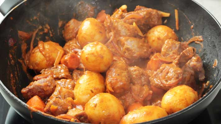 Beef-Curry_cooking-the-vegies-and-meat