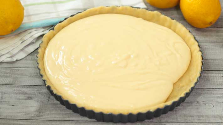 Lemon-Pie_pouring-the-filling-in-the-base