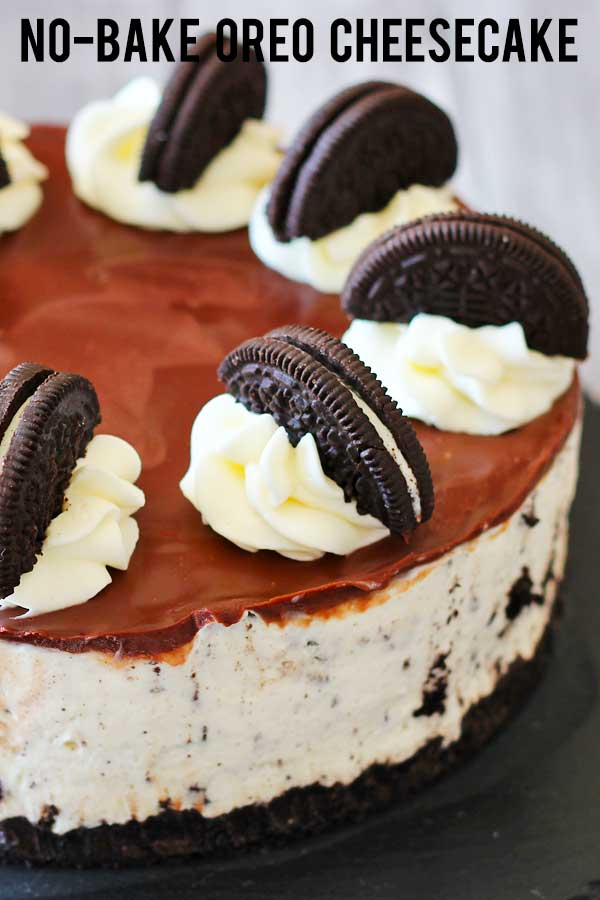 Creamy cheesecake with oreo bits, oreo base, ganache, whipped cream and more oreo on top. Oreo overload! A perfect no-bake dessert to enjoy with your loved ones. #cheesecake #oreo #nobakedessert #elmundoeats