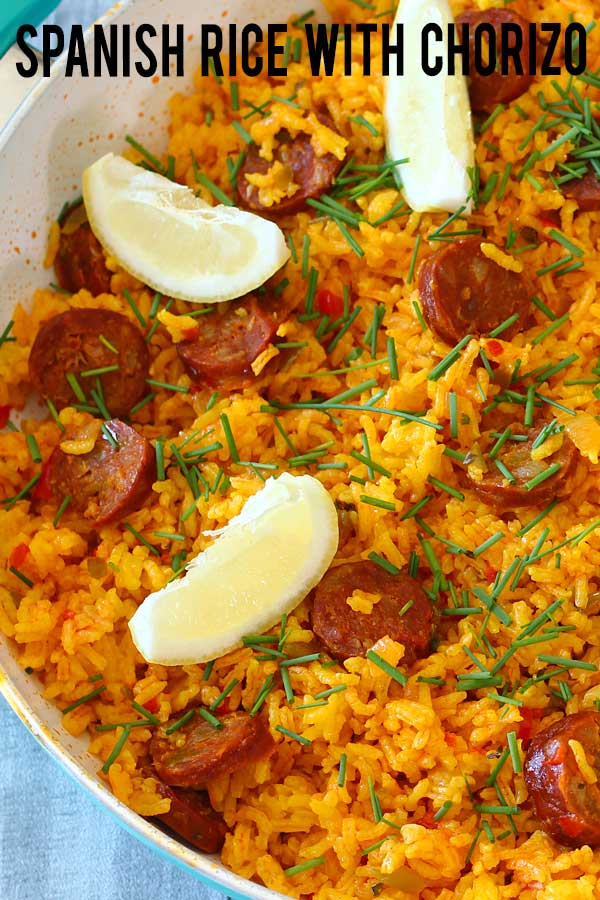 One pot wonders, Spanish rice with chorizo. Use a good Spanish spicy chorizo and it'll give a wonderful flavor to the rice. Simply an easy meal to prepare, feeds a lot with such little ingredients and only one pot to wash afterwards. #onepot #rice #spanishrecipe #chorizo #elmundoeats