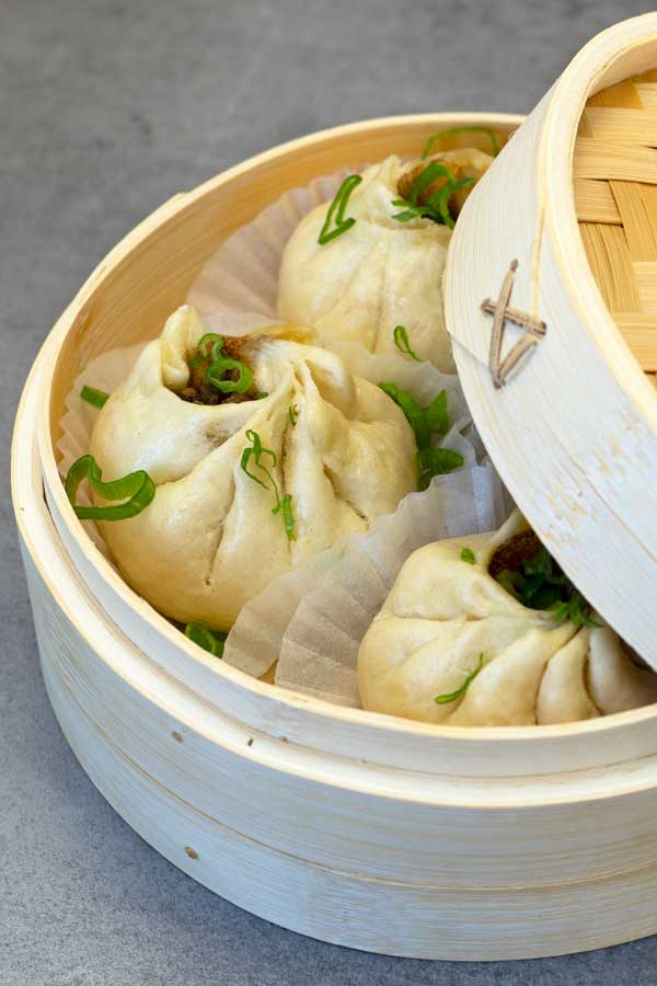 steamed buns in the bamboo steamer