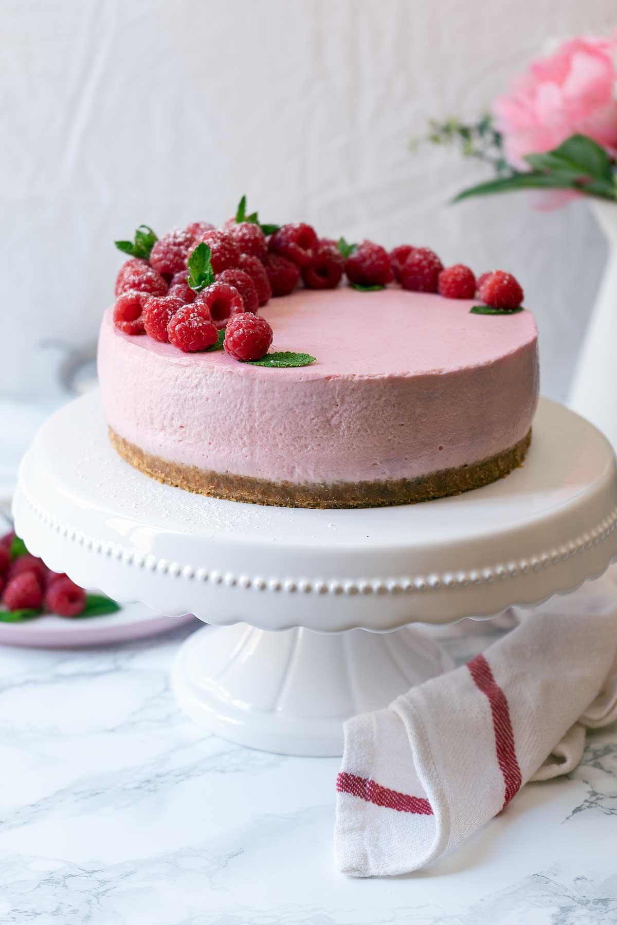 Raspberry cheesecake no-bake on a standing plate