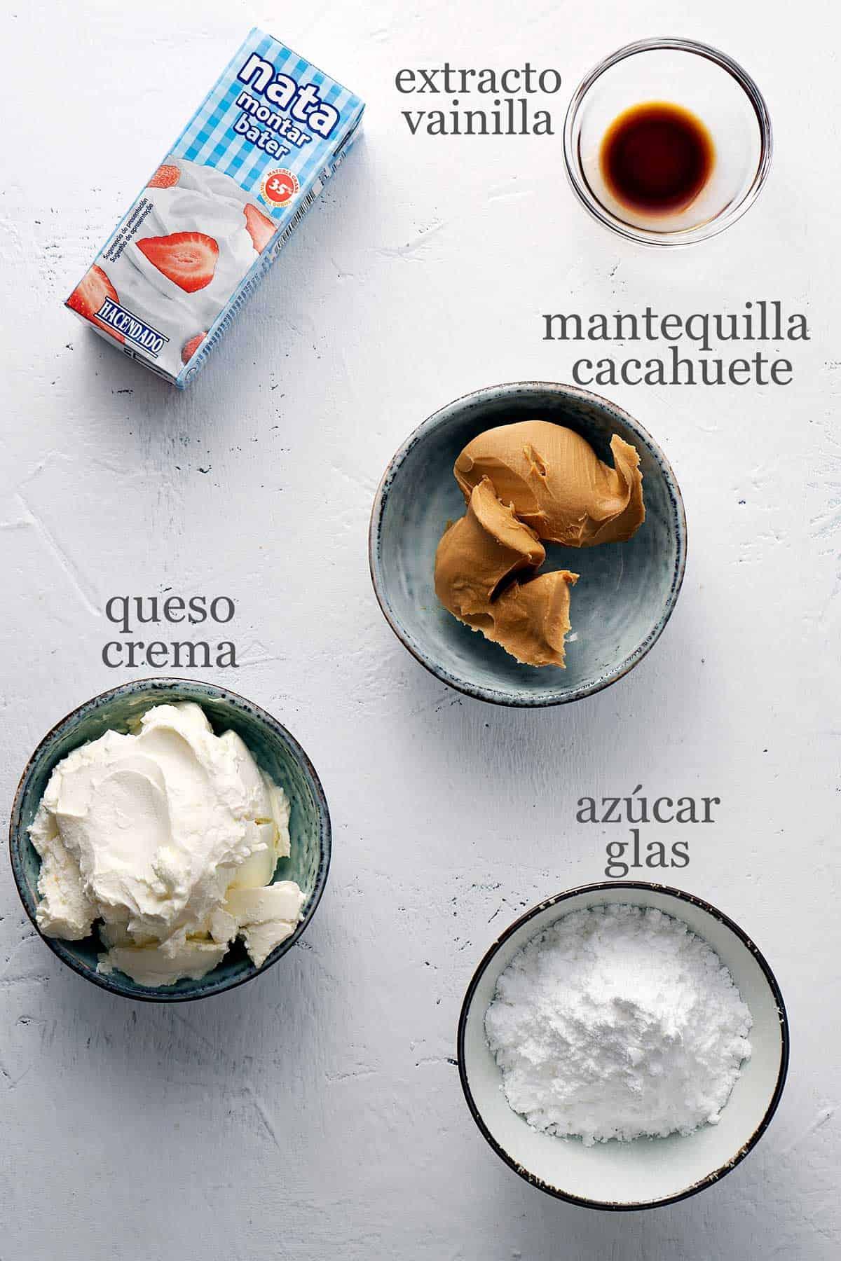 Ingredientes para tartaletas de cheesecake de cacahuete.