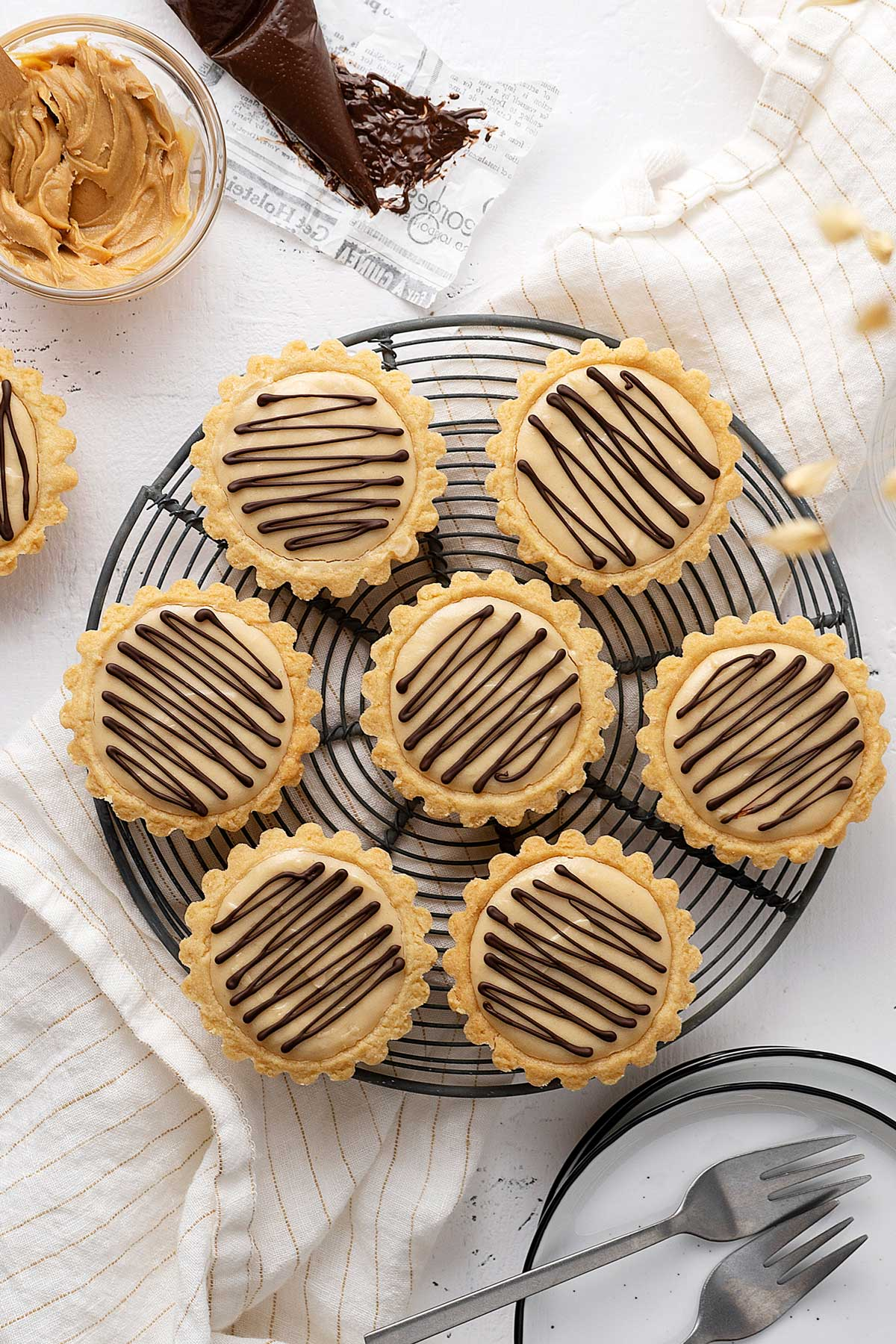 peanut butter cheesecake tarts top view.