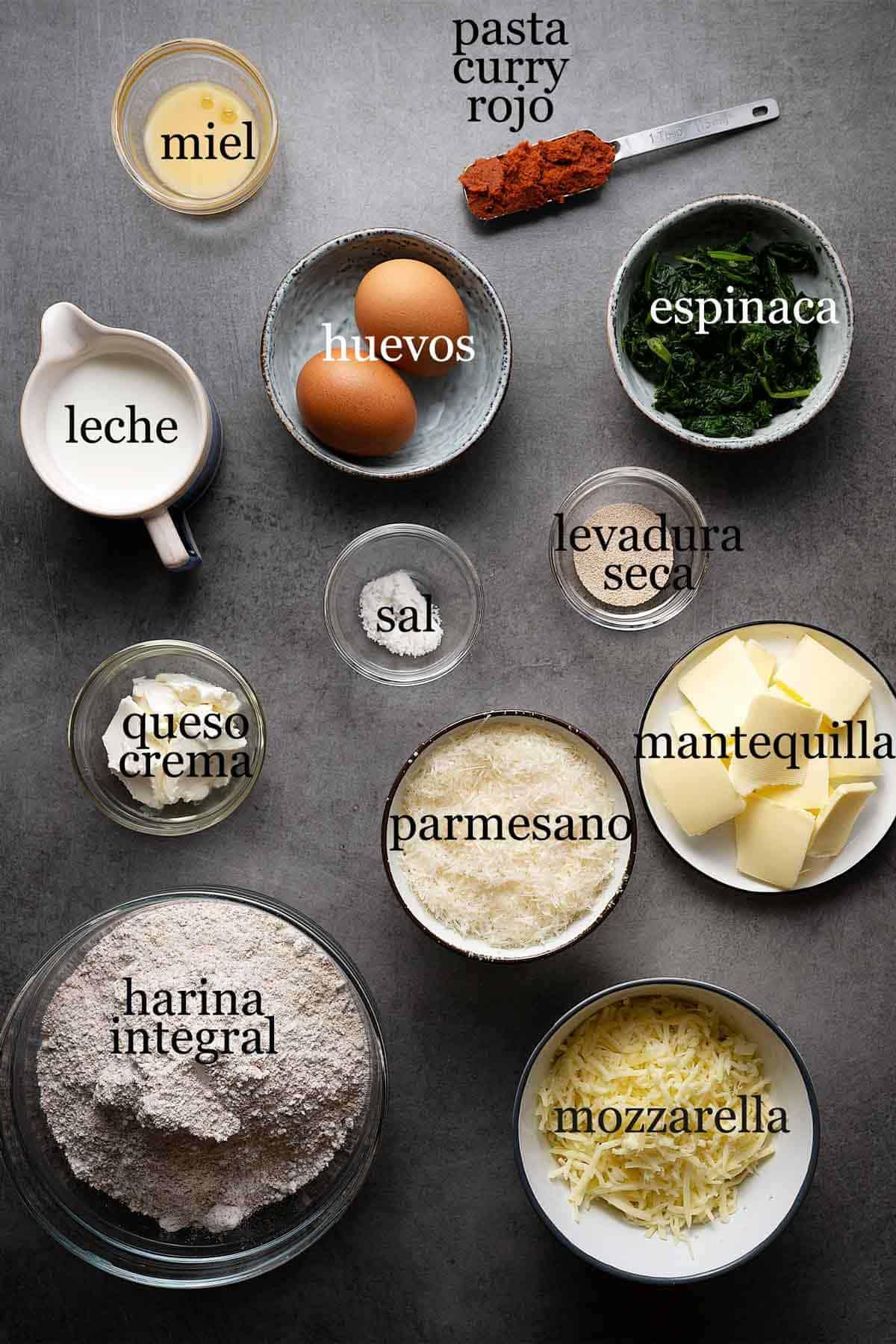 Ingredientes para bollitos integrales con dip de queso y espinaca