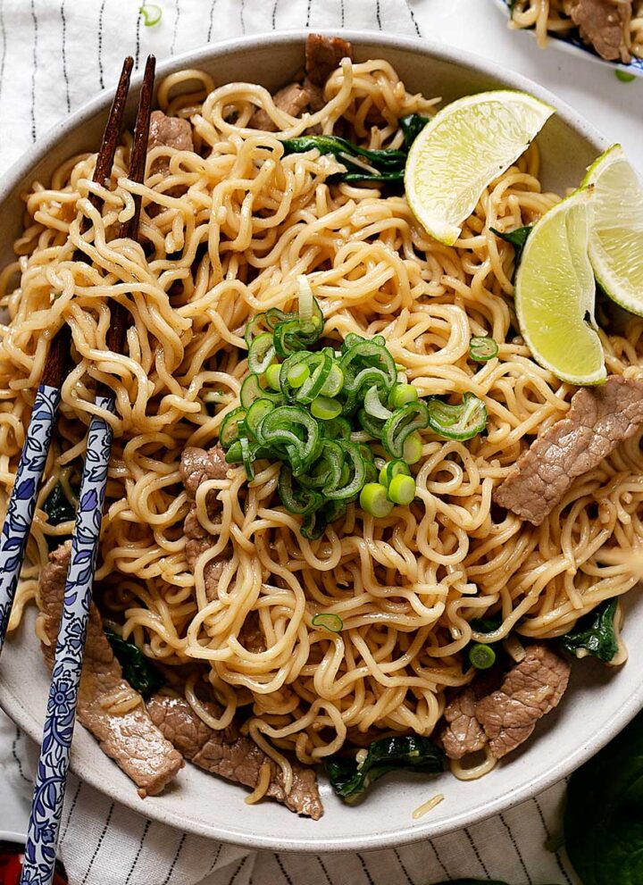 Lo mein noodles with beef in a plate view from top