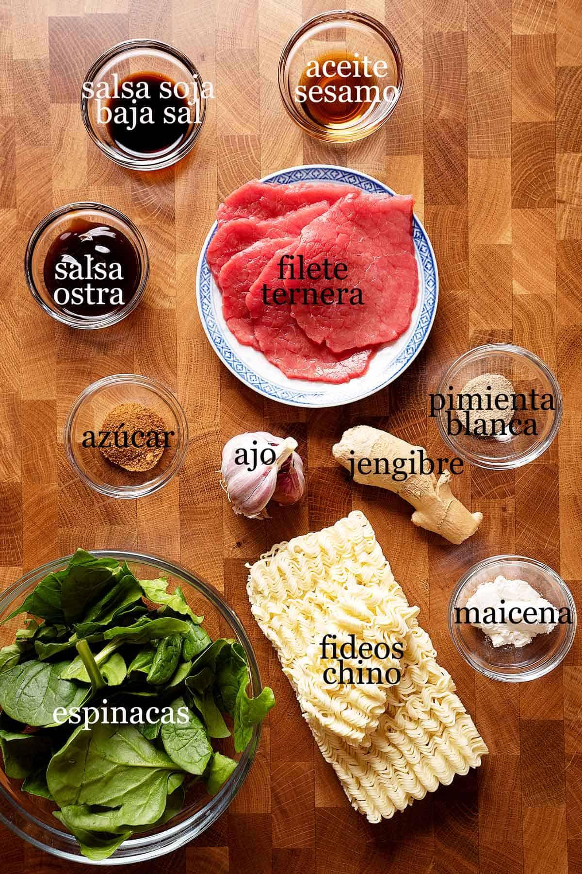 ingredientes para lo mein de carne.