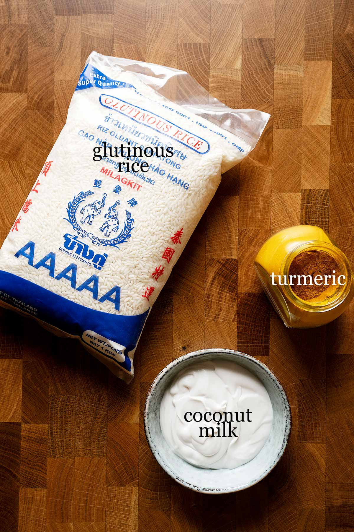 Ingredients to make glutinous rice with turmeric and coconut milk