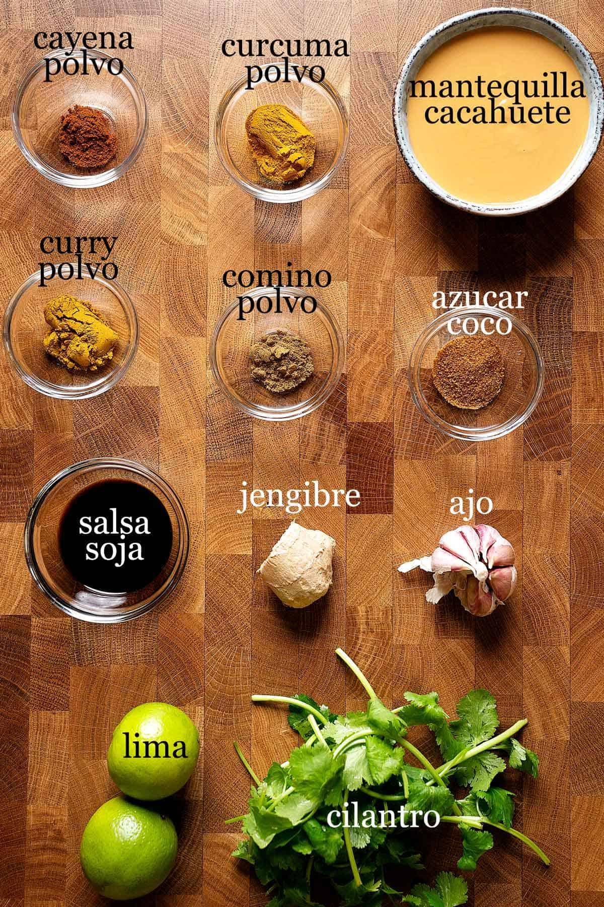 ingredientes para hacer salsa de cacahuete satay.