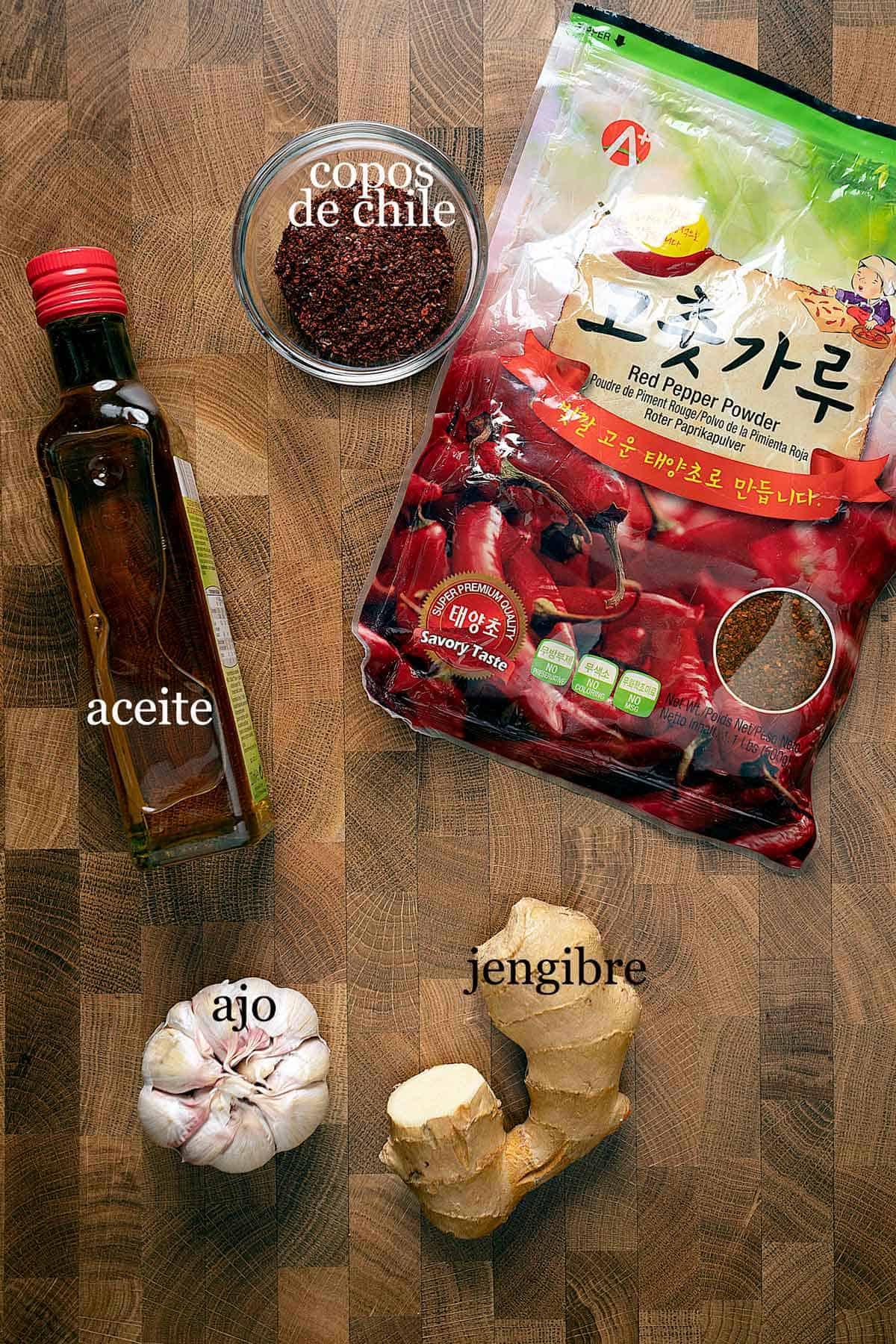 ingredientes para aceite de chile con ajo.